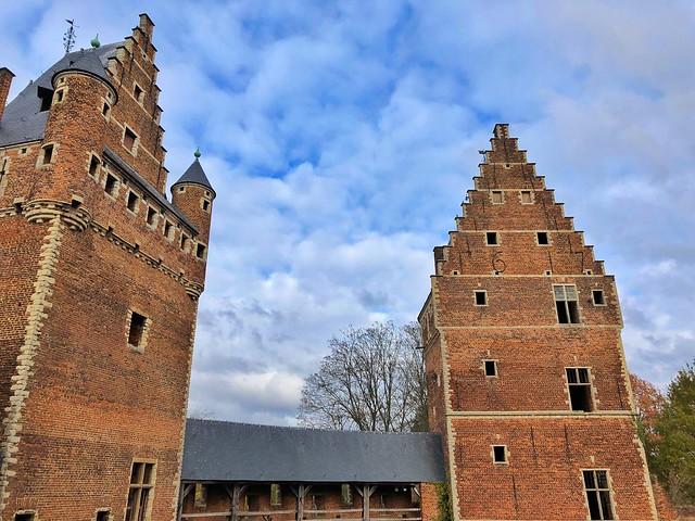 Patio interior del castillo de Beersel (Brabante flamenco, Flandes)