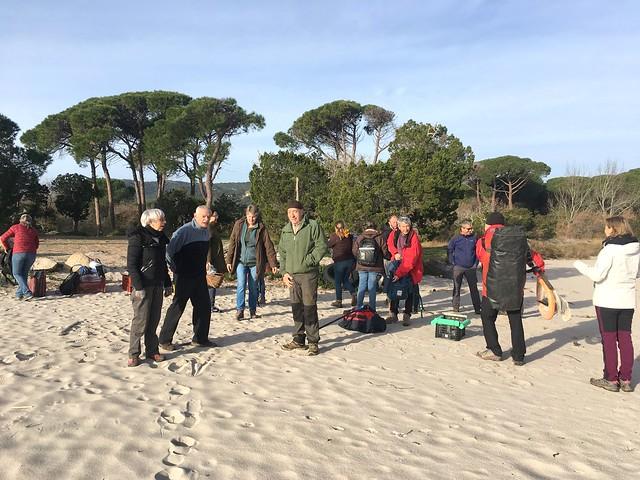 Préparatifs sur la plage de Villata
