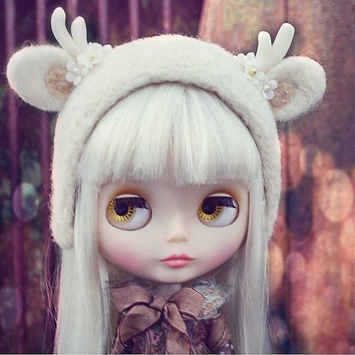 One of @primadolly14 lovely girls, i adore her look, specially with this amazing headband! | by emmr_ {bjd}
