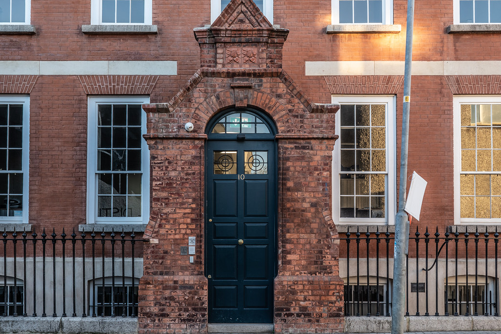 BLACKPITTS AREA OF DUBLIN - MILL STREET HOUSE 003