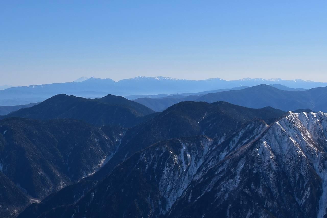 西穂高岳から眺める南アルプスと富士山