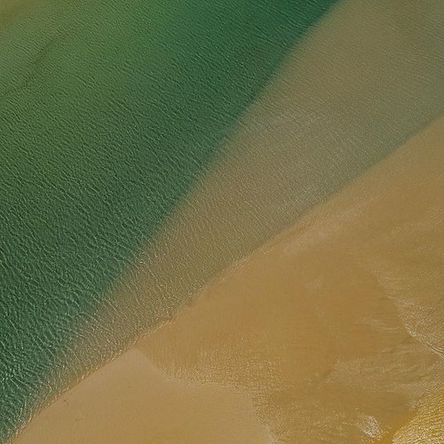The always moving sand banks are endlessly changing canvas of compositions. This is an #aerial #abstract of some cool #tide lines I found over home beach on #stradbrokeisland shot with the #mavic2Pro #straddieis #redlandanyday #saltlife #staysalty #sealif | by Luke KC