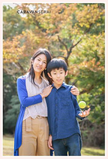 公園でママと男の子のツーショット