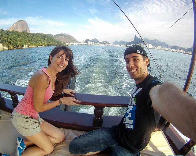 En barco frente a la bahía de Rio de Janeiro