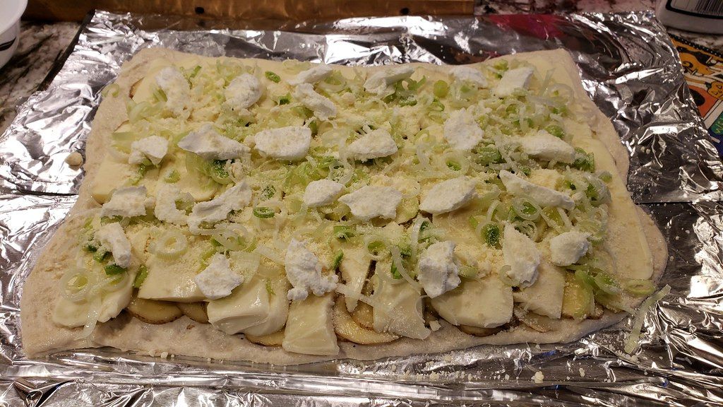 Potato, Leek Pizza 45333045574_ccac2ff47c_b