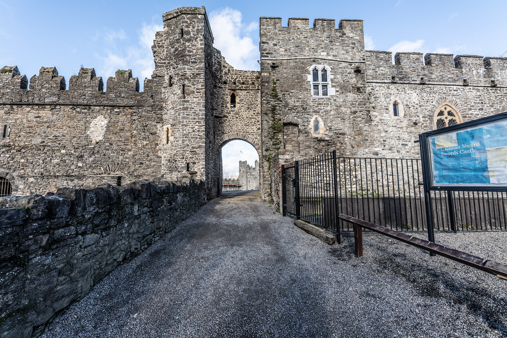 NORMAN CASTLE IN SWORDS 011