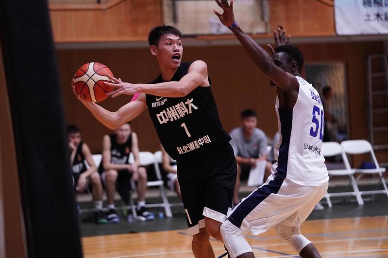 中州宋鈺章13分、14籃板,本季第二次雙十。(大專體總提供)