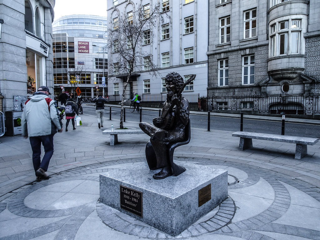 LUKE KELLY SCULPTURE - SOUTH KING STREET DUBLIN CITY 003