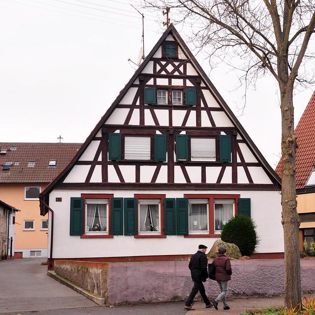 12. Dezember 2018 - Kleiner Vormittagsspaziergang in Neckarhausen ... Fachwerkhaus in der Hauptstraße --- Foto: Brigitte Stolle