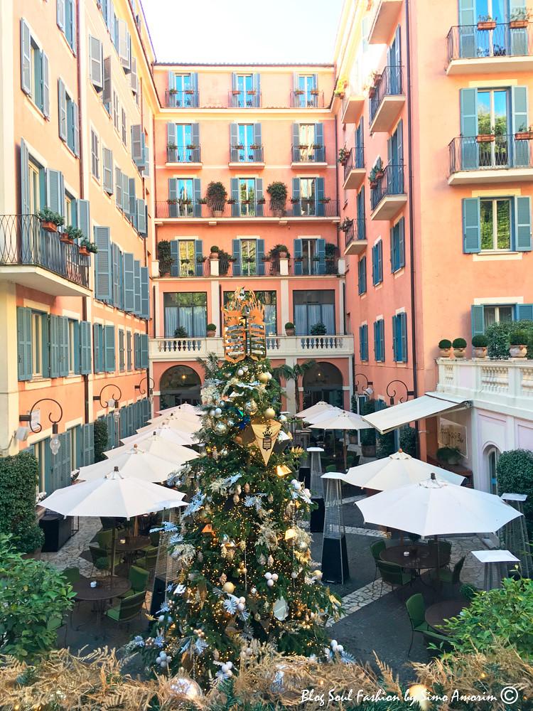 A belíssima árvore de Natal do Hotel de Russie, fruto de uma parceria luxuosa de decoração que combina no estilo deslumbrante de Grisogno com o charme atemporal do Hotel de Russie.