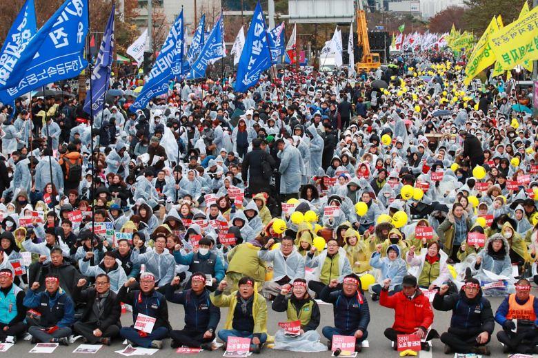 南韓民主勞總週三發動全國罷工,抗議文在寅的勞工政策。(圖片來源:EPA-EFE)