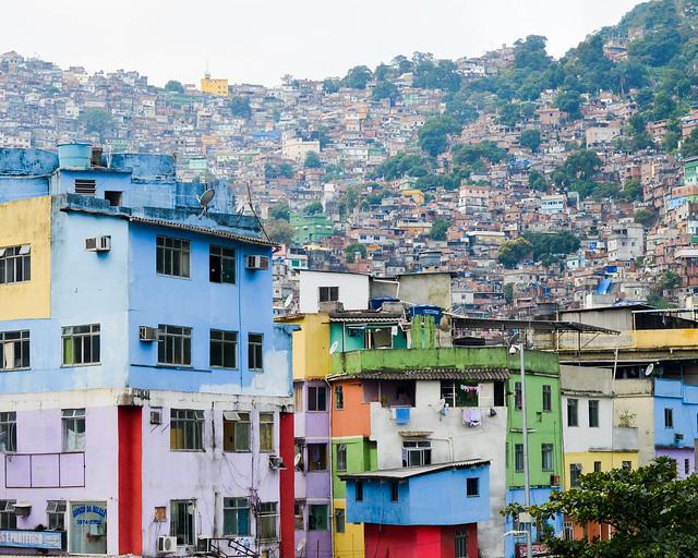 Favela Rocinha, una de las favelas imprescindibles que visitar en Rio de Janeiro