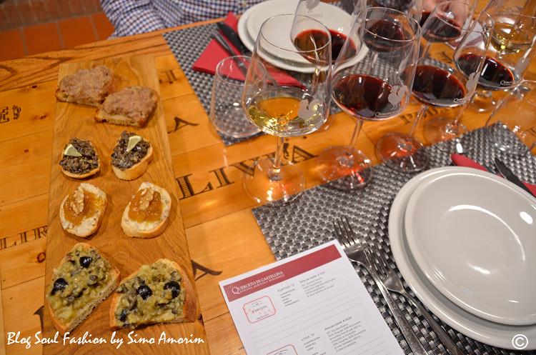 E fomos de cara recepcionados com um almoço maravilhoso! Olha só que entradinha deliciosa com bruschettas e vinhos da Querceto di Castellina!