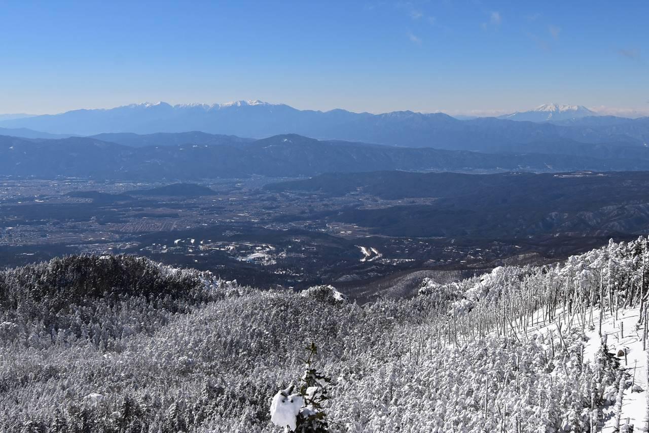 北横岳から眺める中央アルプスと御嶽山