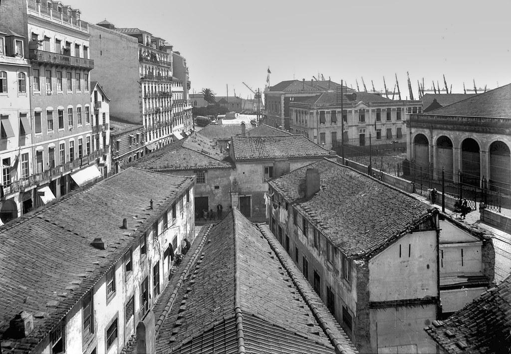Terreiro das Farinhas visto da Rua dos Arameiros antes das demolições, Lisboa (E. Portugal, 1940)