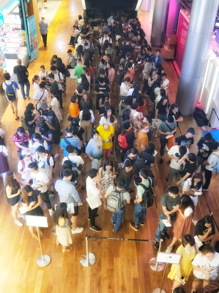 HEYTEA 喜茶 Opens at ION Orchard - 1-for-1 Cheese Tea and Welcome Gifts Draw Long Queues - Alvinology