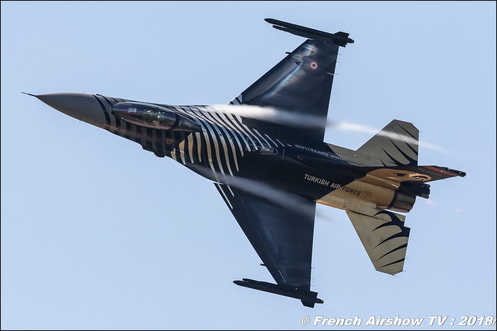 F-16 SoloTürk display 2018 F-16 C Solo TÜRK RIAT 2018 - Royal International Air Tattoo RAF Fairford Royaume-Uni Canon Sigma France contemporary lens Meeting Aerien 2018
