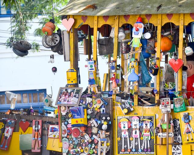 El tranvía de Getulio, en el barrio de Santa Teresa, repleto de juguetitos