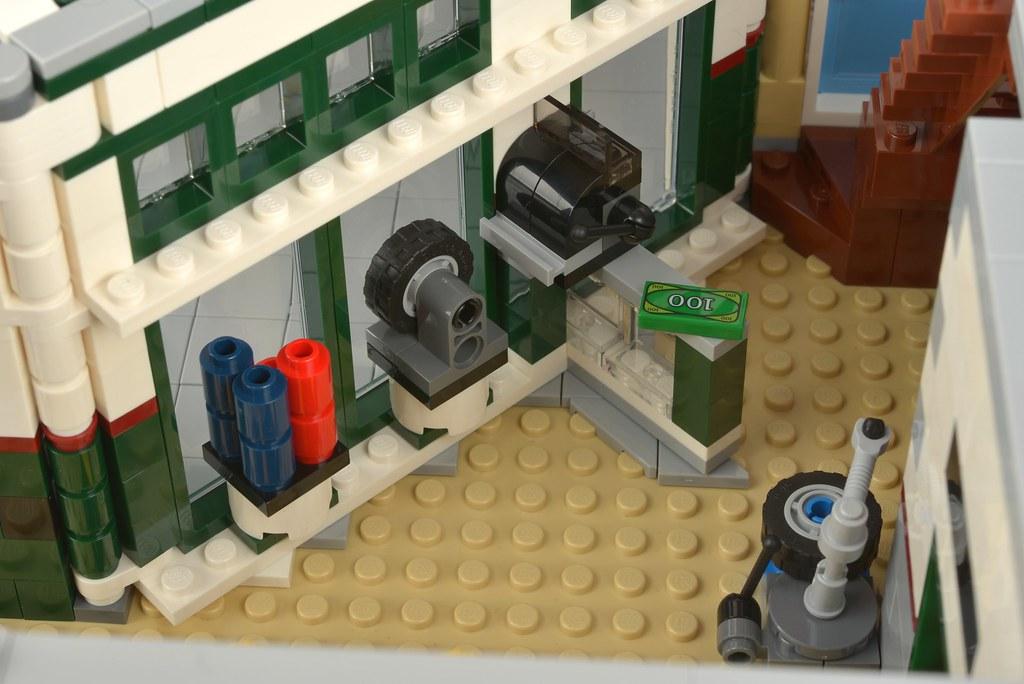 LEGO Creator Expert 10264 Corner Garage review | Brickset: LEGO set