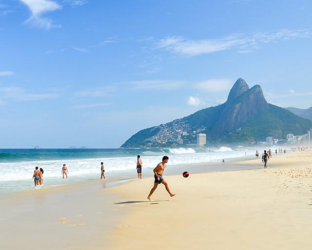 Playa de Leblón en Ipanema, una de las mejores que visitar en Rio de Janeiro