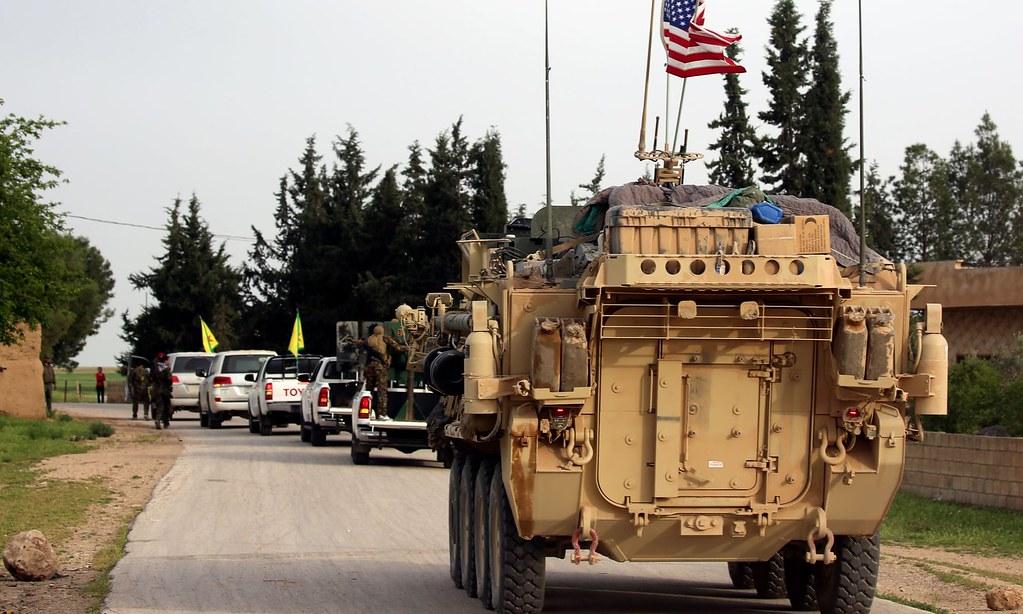 美军与库德族战士。(图片来源:Delil Souleiman/AFP)