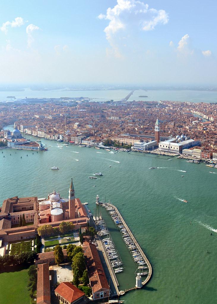 Vista aérea de Venecia desde un helicóptero