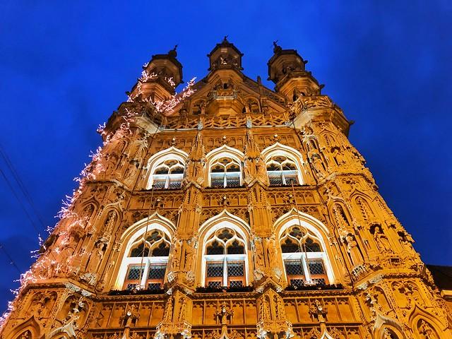 Ayuntamiento gótico de Lovaina (Flandes, Bélgica)