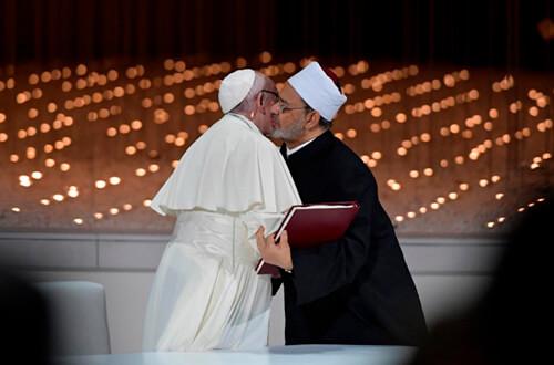 El Papa Francisco firmó un documento sobre la fraternidad humana, en su viaje a los Emiratos Árabes