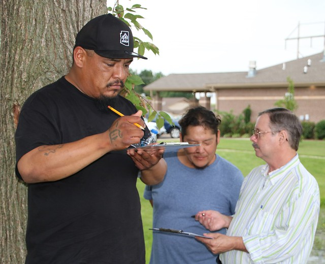 Trainees discuss mapping lessons with Forest Service archaeologist