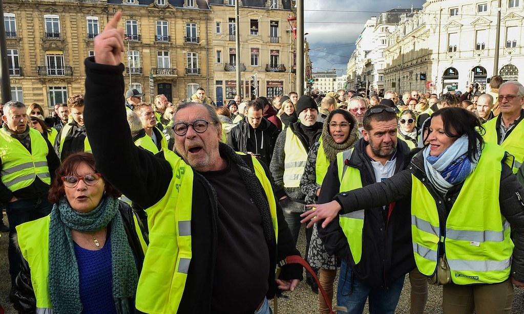 位於巴黎西南部的黃背心示威者。(圖片來源:Jean-François Monier/AFP)