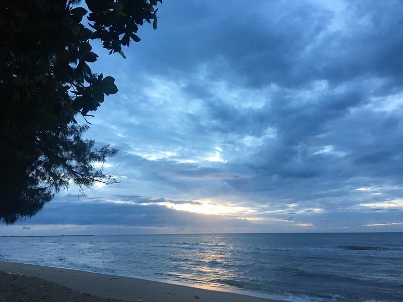 ทะเลในตอนพระอาทิตย์ตกก็สุดยอดไปเลย
