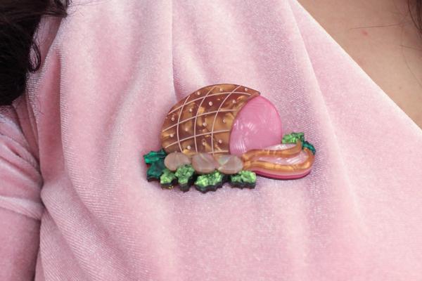 erstwilder glazed gift ham brooch
