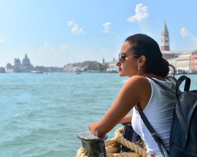 En uno de los ferries que navegan la laguna de Venecia