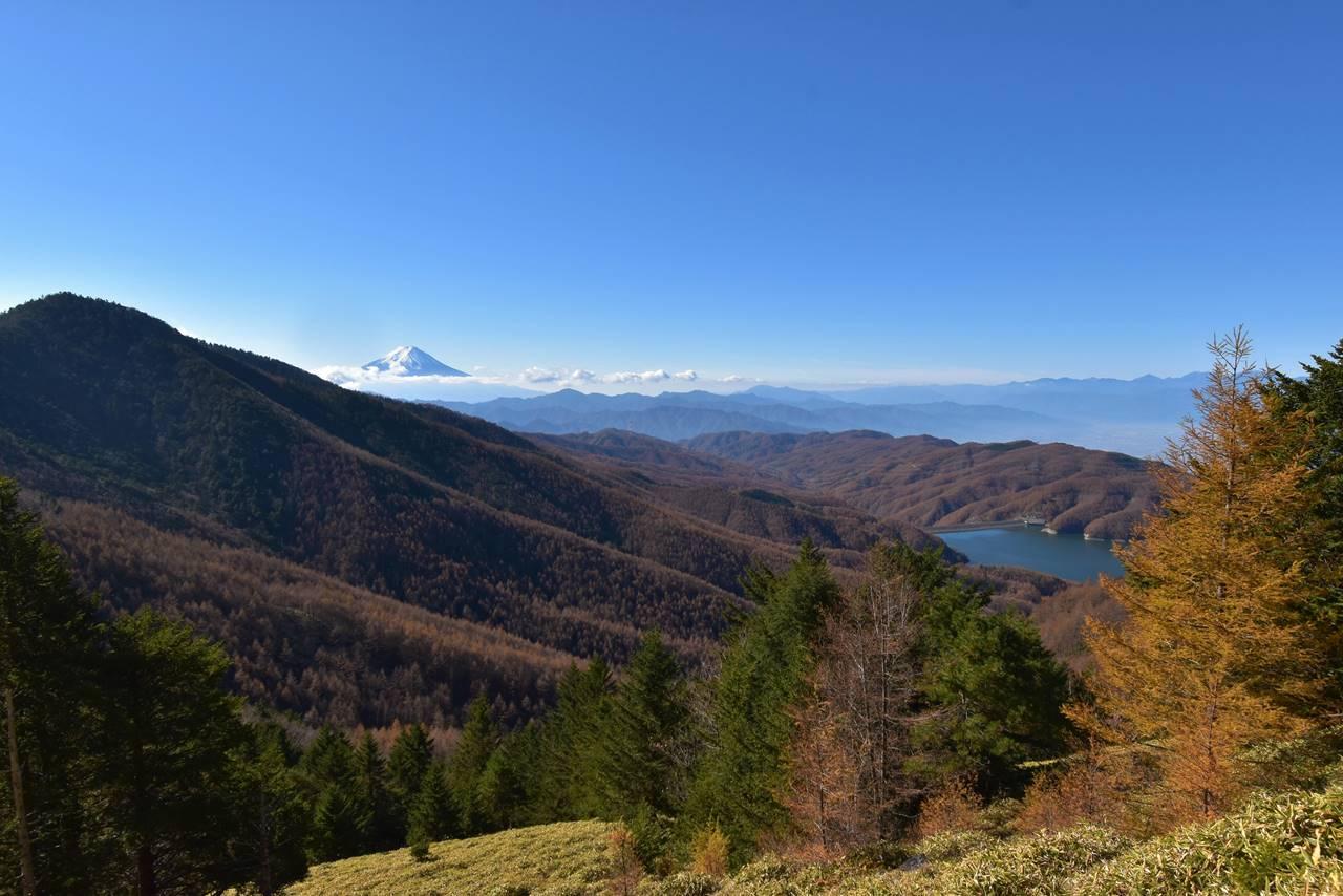 大菩薩湖と富士山