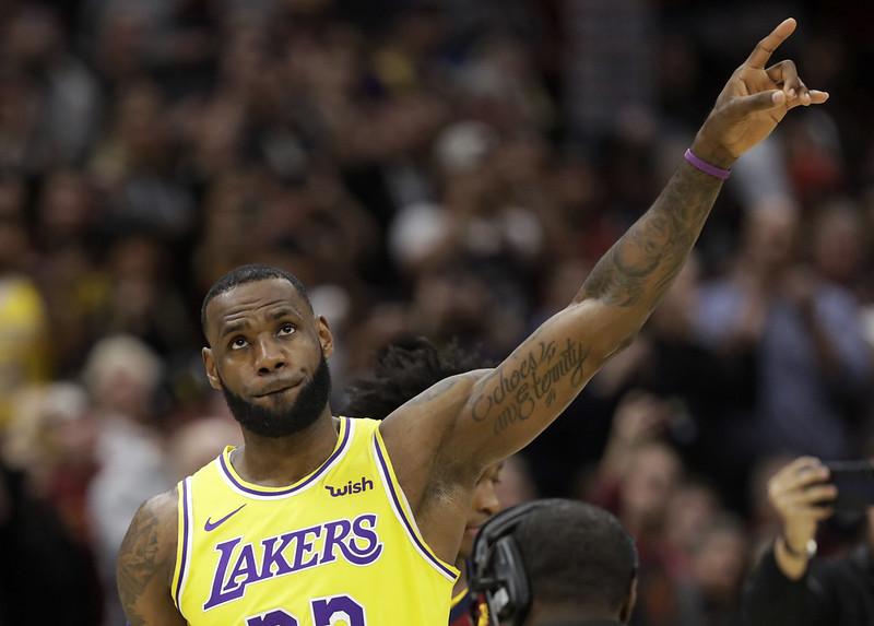 LeBron James準備帶領年輕湖人們挺進季後賽。(達志影像資料照)