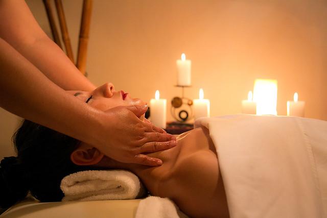 'Relaxing Candle' para cuerpo de Caroli Health Club