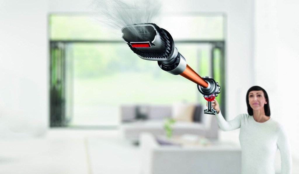 The Dyson Cyclone V10 makes vacuuming fun and sexy - Alvinology