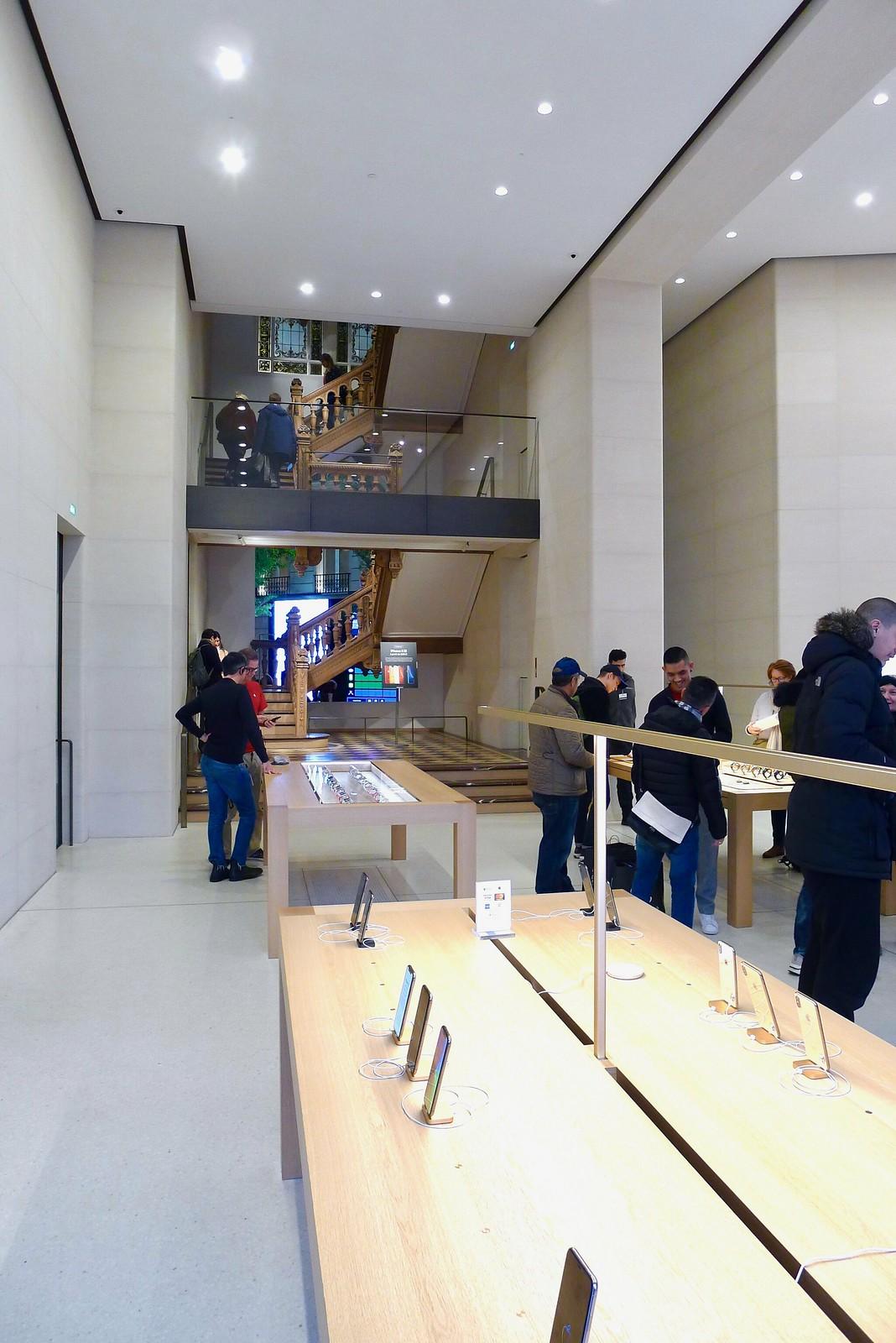 Apple Store Champs-Élysées, Paris