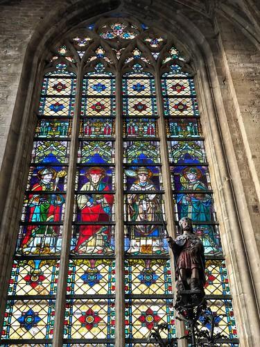 Vidriera en la iglesia de San Gumaro (Lier, Flandes)