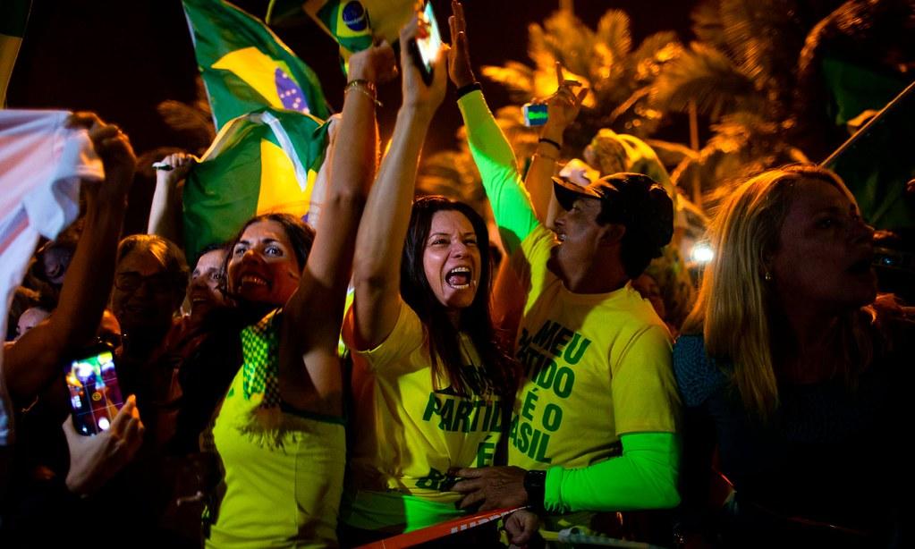 波索納洛支持者們慶祝勝選。(圖片來源:Mauro Pimentel/AFP)