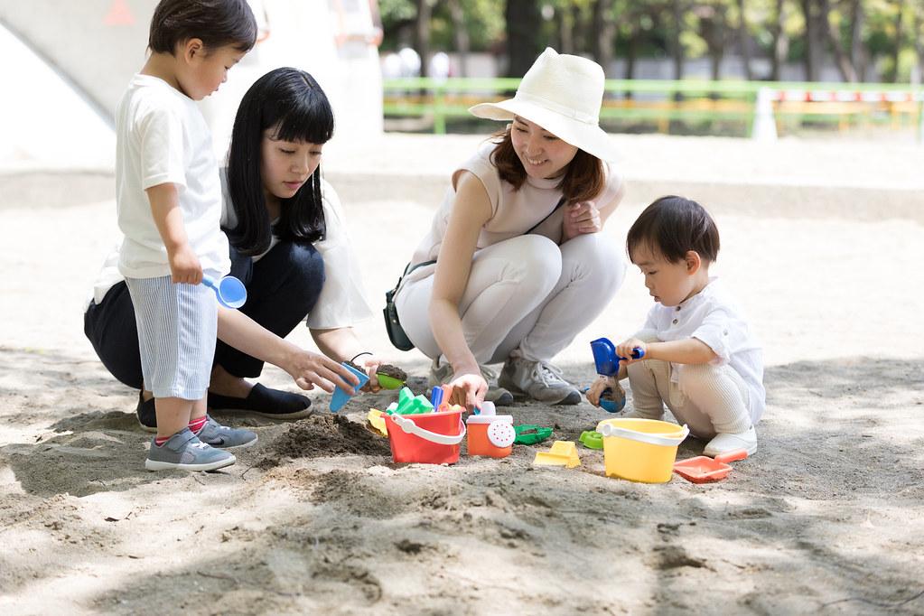 ママ友同士とその子供たち