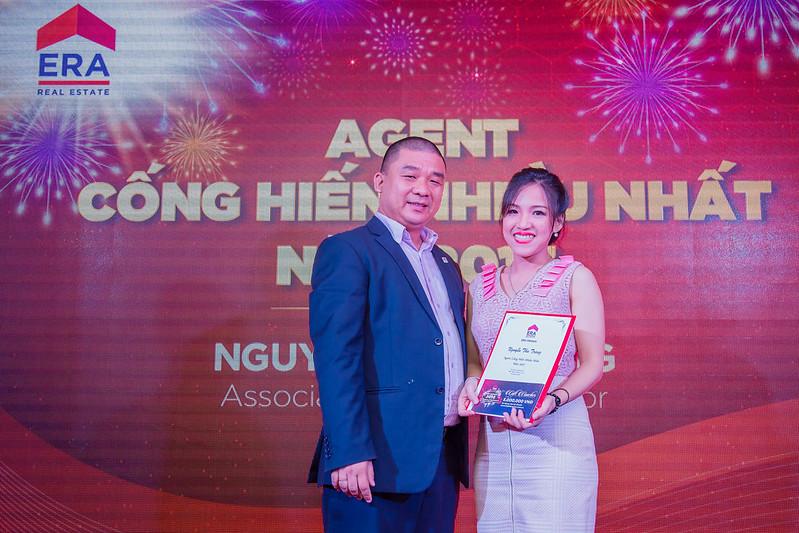 Chúc mừng chị Nguyễn Thu Trang đã đạt danh hiệu Agent cống hiến nhiều nhất 2017
