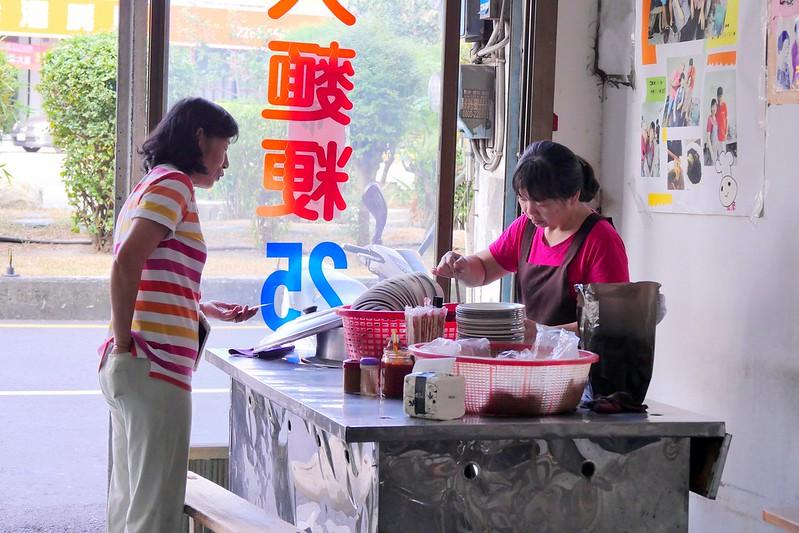 45922976121 54b4d09b7d c - 阿婆大麵羹粉圓冰:台中超便宜大麵羹25元滷味3元起 在地40多年老味道!