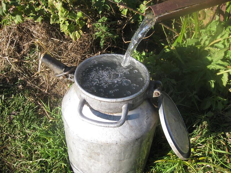 Чистая родниковая вода