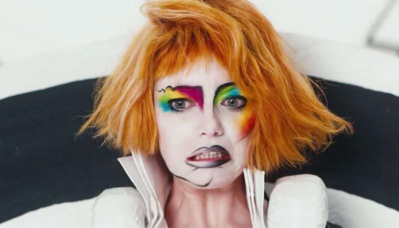 """Emma Stone protagoniza el nuevo video de Paul McCartney """"Who Cares"""""""