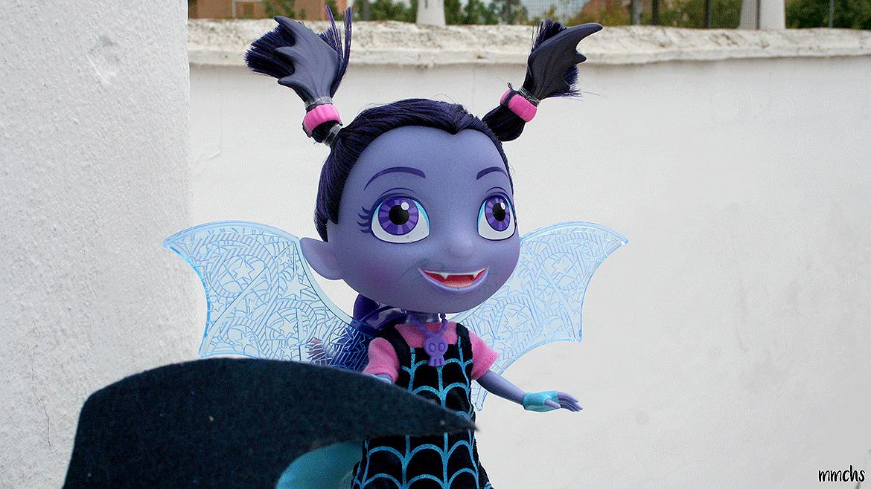 Muñeca Vampirina con guantes y diadema + SORTEO
