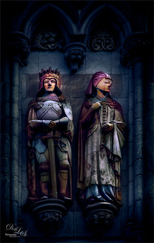 Image of statues at Westminster Abbey, London, England