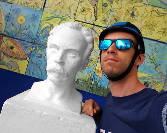Con Jose Martí, en La Habana