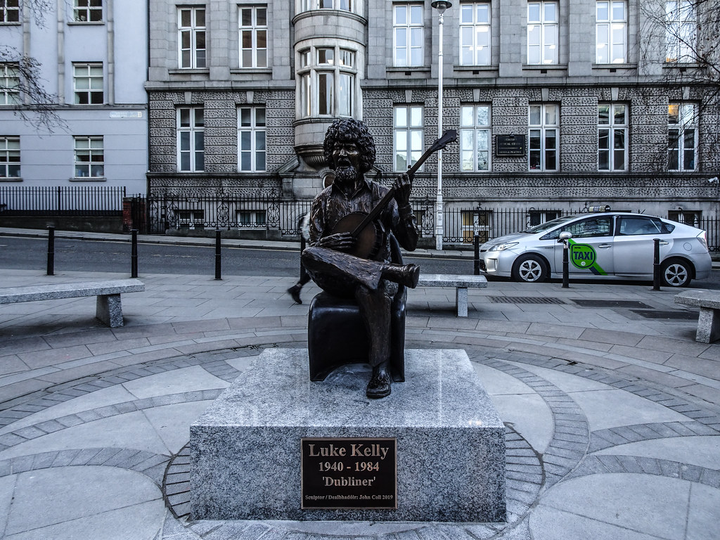 LUKE KELLY SCULPTURE - SOUTH KING STREET DUBLIN CITY 002