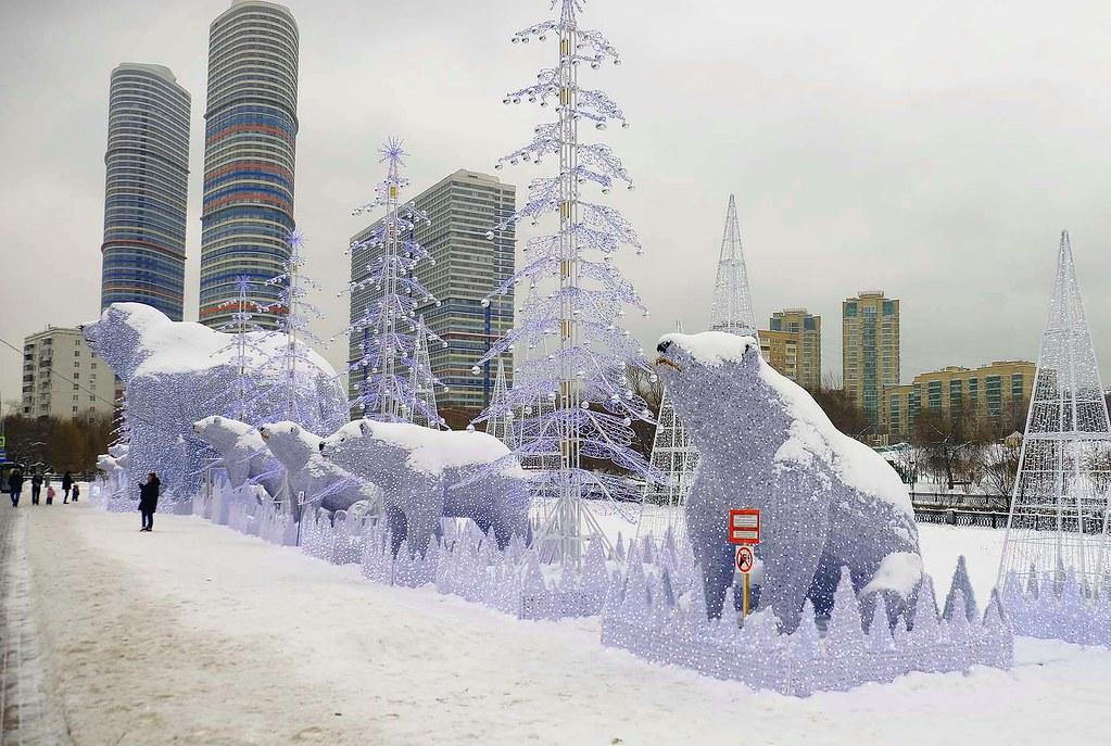 Большеразмерная медвежья тема в новогоднем оформлении на северо-востоке Москвы
